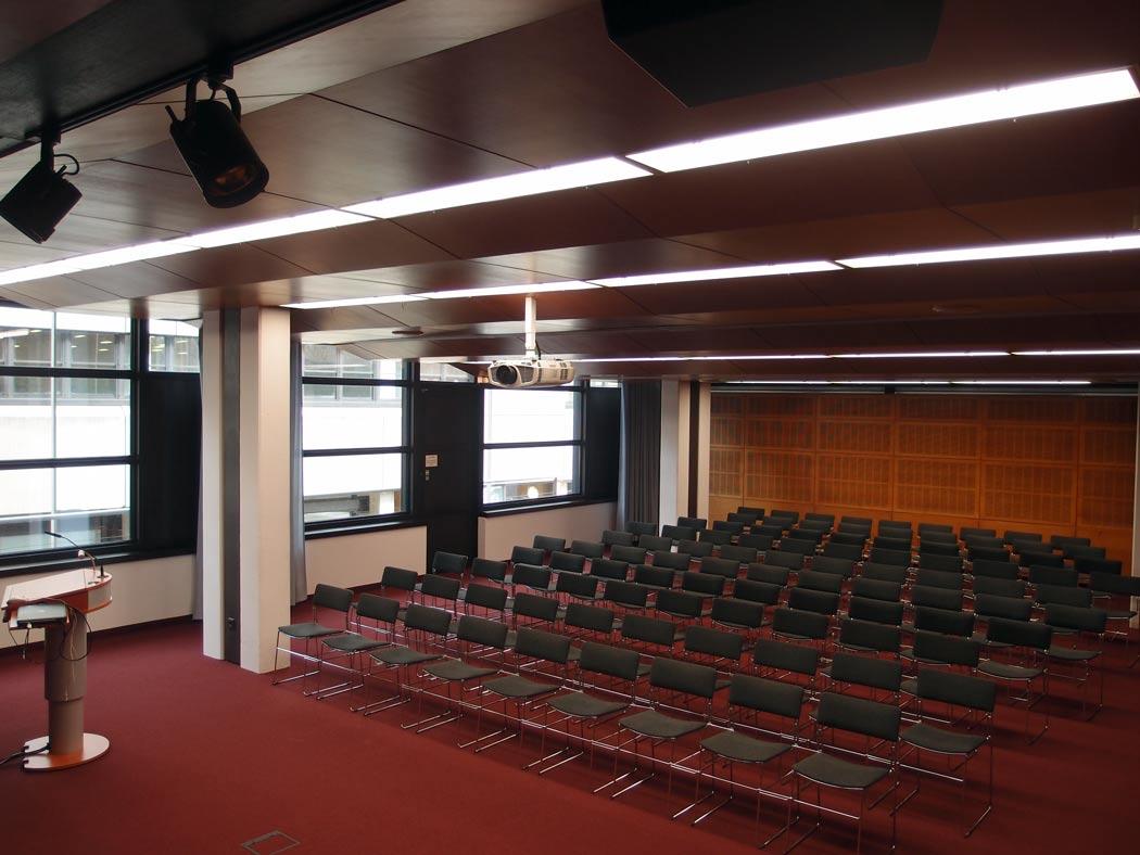 Vortragsraum mit Fensterfront